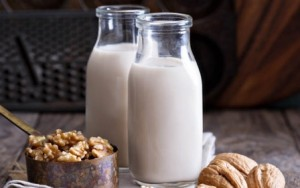 Cái kết 'đắng lòng' của hai mẹ con chỉ uống sữa hạt mà quên đi các đồ ăn khác