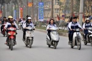 Người chưa đủ tuổi đã điều khiển xe máy sẽ bị xử phạt thế nào?