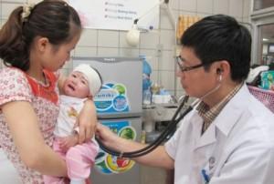 Cảnh báo trẻ dễ mắc bệnh hô hấp, viêm phổi do thời tiết bất thường