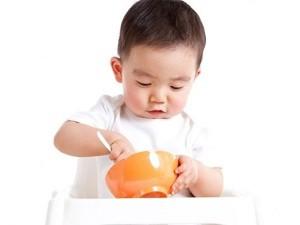 Chỉ cần mấy chiêu này, con nhà bạn sẽ tự xúc đồ ăn nhanh đến ngỡ ngàng