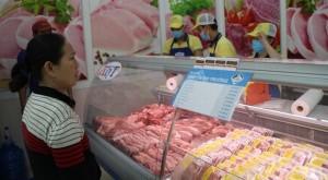 Siêu thị giảm giá mạnh để 'giải cứu' thịt heo