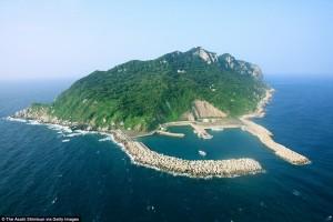 Kỳ lạ, đảo thiêng chỉ dành cho đàn ông ở Nhật Bản