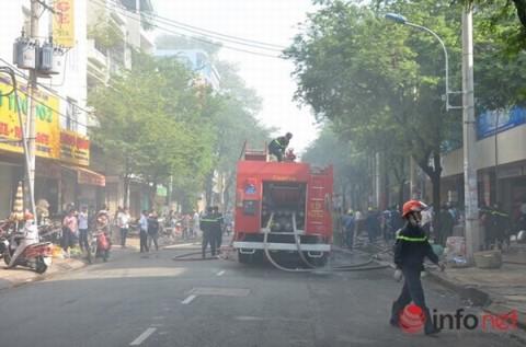 Cháy chợ An Đông, tiểu thương hoảng loạn