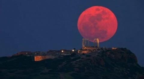 Những lời đồn đoán ghê rợn về hiện tượng trăng máu bí ẩn