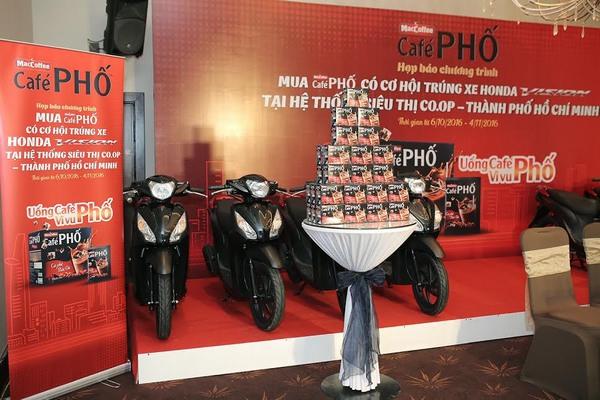 Uống Café Phố, vi vu phố với 33 xe Honda Vision