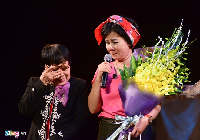 NSƯT Minh Hằng khóc nức nở trong đêm diễn trước khi về hưu