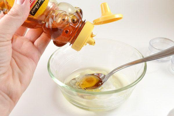 2 viên vitamin E + 3 thìa mật ong: Vòng ngực lép xẹp tự khắc tăng size ầm ầm chỉ sau 15 phút