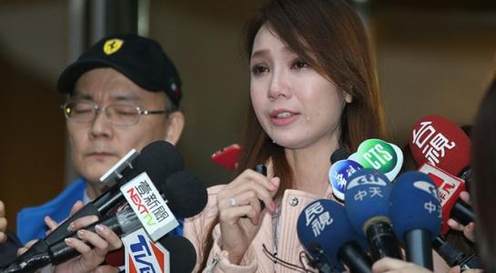 Helen Thanh Đào thừa nhận dựng chuyện mẹ qua đời, em trai tự tử