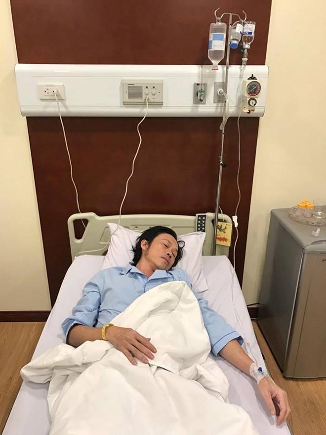 Hoài Linh nhập viện cấp cứu, live show tạm hoãn