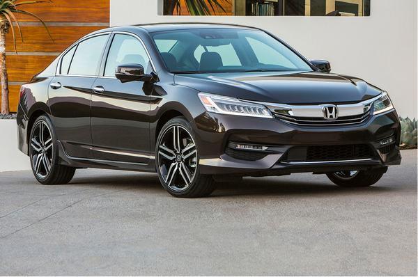 Honda Accord 2016 đang được giảm giá 80 triệu có gì đặc biệt?