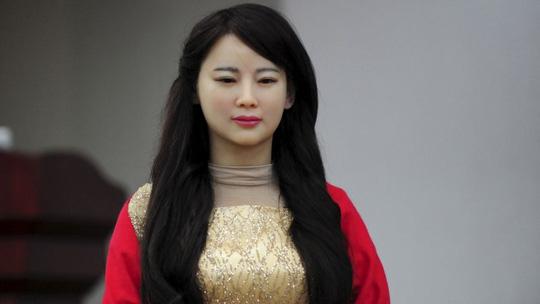 """'Trung Quốc: """"Thánh nữ robot"""" thay thế con người?"""