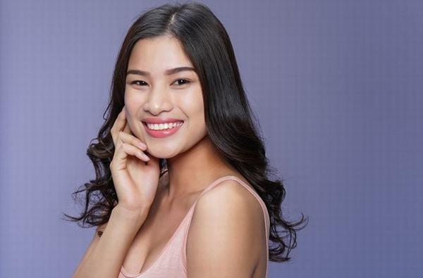 Người đẹp Nguyễn Thị Thành: 3 chiếc váy và 8 chiếc răng sứ xui rủi