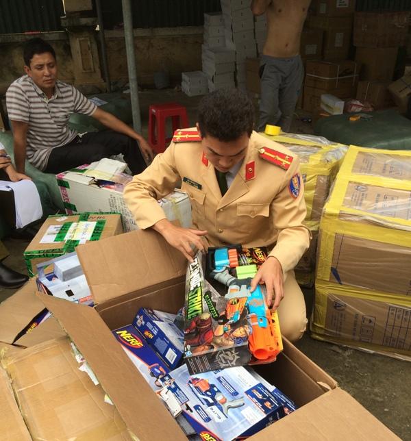 Thanh Hóa: Bắt giữ xe ô tô vận chuyển hàng không nguồn gốc