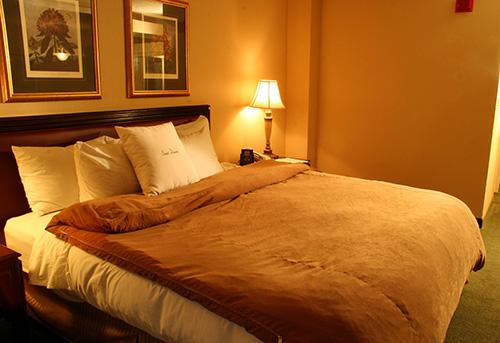 Bố trí đèn ngủ theo phong thủy giúp vợ chồng gắn bó keo sơn
