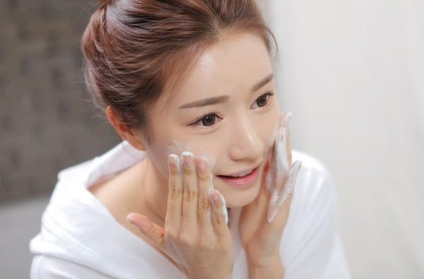Dưỡng da trắng sáng, ngăn ngừa mụn hiệu quả từ mặt nạ sữa chua