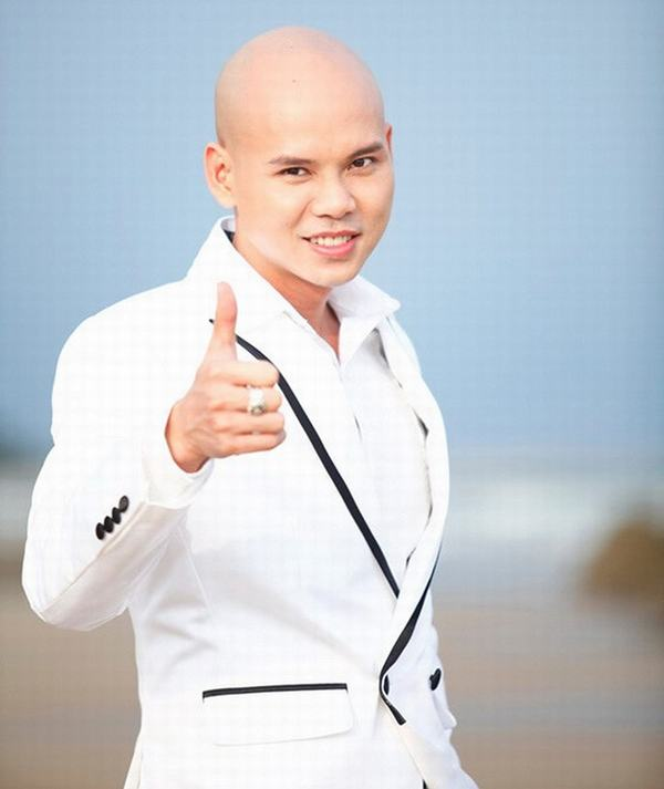 Ca sĩ Phan Đinh Tùng bị tố có thái độ đối xử thiếu tôn trọng đàn em