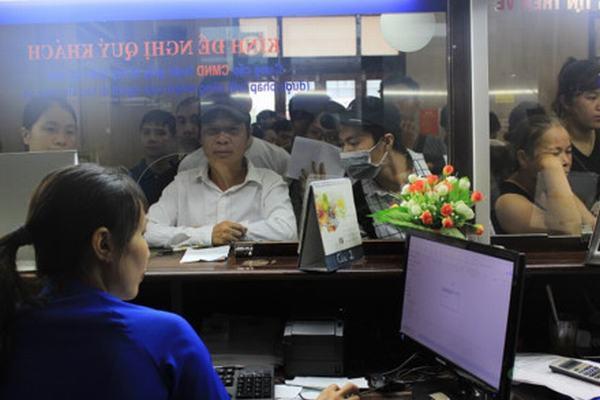 Tung 8.000 vé tàu giá 10 nghìn đồng: Hành khách xếp hàng mua vé mới biết bị