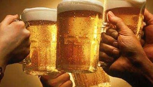 Uống phải bia giả, cơ thể bị tàn phá kinh khủng thế nào?
