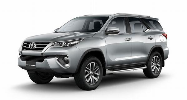 'Soi' 3 chiếc ô tô bán chạy nhất thị trường Việt trong tháng này