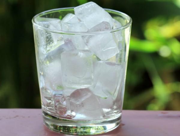 Loại nước nào nên và không nên uống sau khi thức dậy buổi sáng?